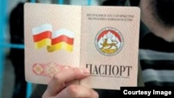 Переименование государства – удовольствие не из дешевых, нужно будет заменить паспорта, печати, перерегистрировать организации и т.п.