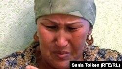 Бақсұлу Отарбаева - 12 қыркүйекте Құлсарыдағы арнайы операция кезінде қаза болған Еламан Отарбаевтың анасы. Атырау облысы, 14 қыркүйек 2012 жыл.