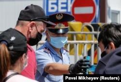 Блокпост у въезда в Алматы. 11 мая 2020 года.