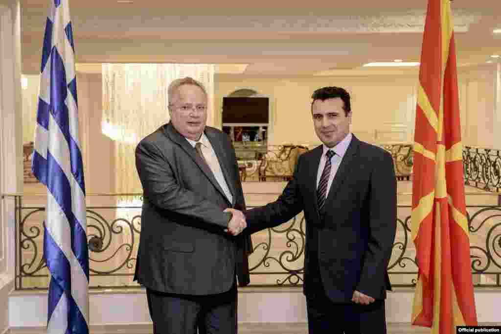МАКЕДОНИЈА / ГРЦИЈА - Од МНР соопштија дека шефот на грчката дипломатија Никос Коѕијас на 22 и 23 март ќе престојува во дводневна посета на Македонија. За разлика од минатиот пат кога шефот на грчката дипломатија дојде со автомобил по сега преименуваниот пат Пријателство, овој пат ќе слета на скопскиот аеродром.