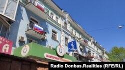 Пустующие квартиры в Донецке (с долгами за услуги ЖКХ) начали арестовывать и опечатывать сотрудники «исполнительной службы» – СМИ
