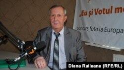 Eugen Datco în studioul Europei Libere la Chișinău