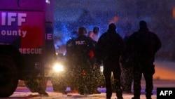 Полиция уводит преступника