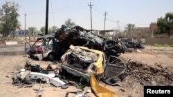 Зруйновані вибухом автомобілі