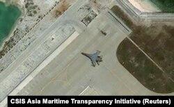 Imaginile satelit au surprins un avion militar de tipul J11 aparținând Chinei în insulele Paracel din Marea Chinei de Sud.