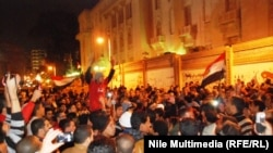 مظاهرات مصريين معارضين امام القصر الر ئاسي