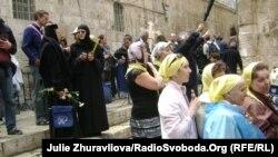 Біля входу в храм Христа Спасителя, Єрусалим, 21 квітня 2011 року