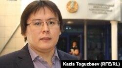 """""""Трибуна: Ашық алаң"""" газетінің бас редакторы Жанболат Мамай. Алматы, 23 қыркүйек 2013 жыл."""