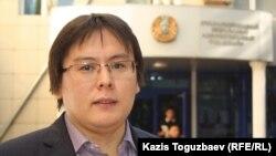 «Трибуна: Ашық алаң» газетінің бас редакторы Жанболат Мамай.