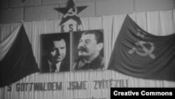 """Готвальд и Сталин – два вождя двух """"братских народов"""" (архивное фото конца 1940-х годов)"""