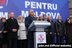 Лидер Демократической партии Владимир Плахотнюк выступает на предвыборном митинге