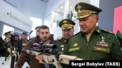 Министр обороны России Сергей Шойгу на выставке вооружения. Московская область, 11 сентября 2016 года.