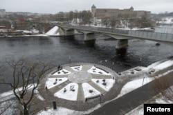 Нарва променад, через річку – Івангород