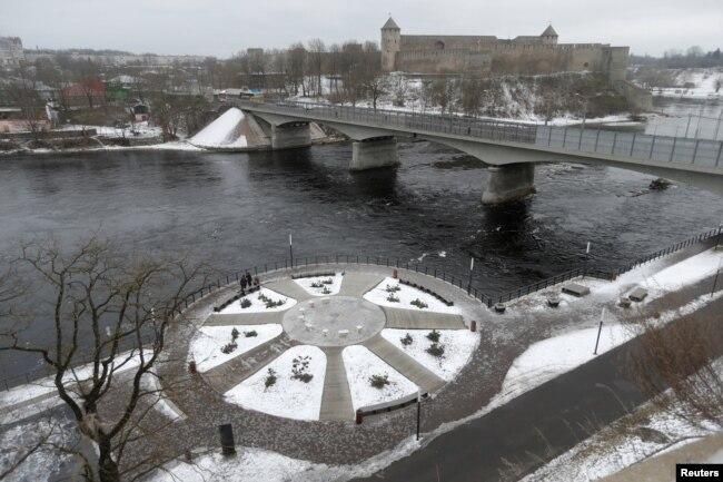 Нарва променад, через реку – Ивангород