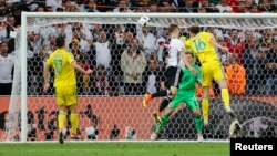 Momenti kur Shkodran Mustafi e shënon golin e parë për Gjermaninë