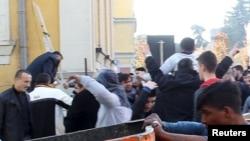 Susținători ai Partidului Democrat la o demonstrație la Tirana