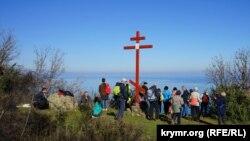 Поклонний хрест на галявині Констант на горі Аю-Даг, ілюстративне фото