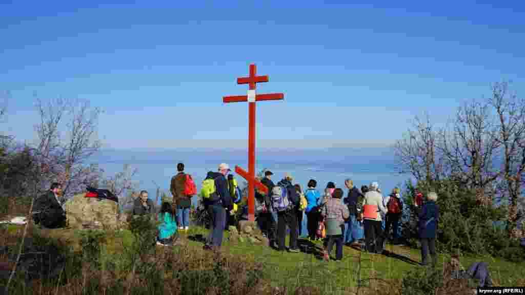 Поклонный крест на поляне Ай-Констант на Аю-Даге