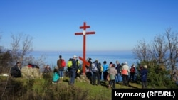 Поклонный крест на поляне Констант на Аю-Даге