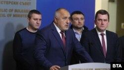Бойко Борисов, кметът на Перник Станислав Владимиров и министрите Младен Маринов и Владислав Горанов след извънредното заседание