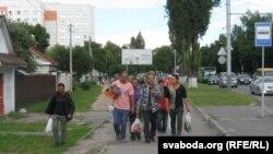 Кітайцы на вуліцы Барыкіна