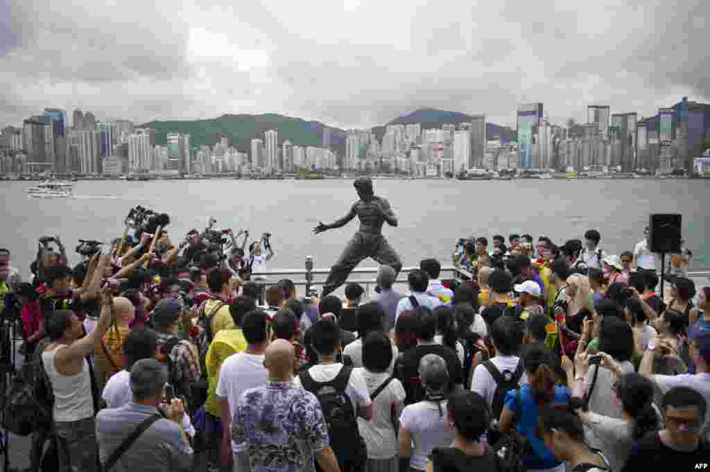Fans gather around a statue on Avenue of the Stars in Hong Kong of martial arts and film star Bruce Lee to mark the 40th anniversary of his death. (AFP/Anthony Wallace)