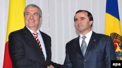 Premierul României, Călin Popescu Tăriceanu primit la Chișinău în 2007 de omologul său Vasile Tarlev