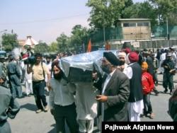 Сикх қауымының қайтыс болған адаммен қоштасу рәсімі. Кабул, 17 қыркүйек 2007 жыл.
