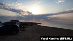 В «диких» условиях: как проходит лето на озере Чокрак (фотогалерея)