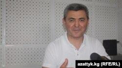 """Турдалы Орозбаев """"Азаттыктын"""" Бишкектеги студиясында."""