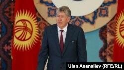 Алмазбек Атамбаєв виступає на роковини трагедії, Бішкек, 10 червня 2015 року