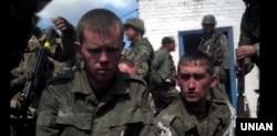 Российские военнослужащие, попавшие в плен под Иловайском в августе 2014 года