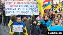 Акція на підтримку України у Варшаві, 23 листопада 2014 року (©Shutterstock)