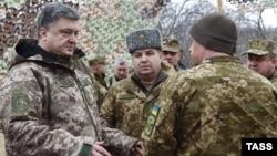 Петр Порошенко во время визита 28 марта