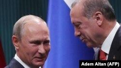 Putin (solda) və Erdoğan S-400 məsələsini Ankara görüşündə də müzakirə ediblər