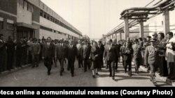 Vizita lui Ceauşescu în Buzău, la sărbătorirea a 1600 de ani de la prima atestare documentară a orașului. La Întreprinderea de Utilaj Tehnologic. (24 septembrie 1976) Fototeca online a comunismului românesc; cota:230/1976