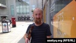 Музыкант Сэнди Туеддл. Абердин, 22 июня 2016 года.