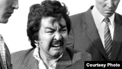 """Болот Шамшиев на съемках фильма """"Волчья яма"""". Фото из архива"""