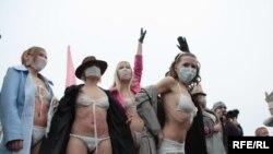 Украинките од Фемен против ширењето паника за грипот