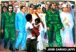 یک نقاشی دیواری در کاراکاس، قذافی را در کنار کاسترو، چاوز، صدام حسین و چه گوارا نشان تصویر کرده است