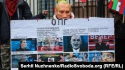 Акція-перформанс «Суд над Путіним» біля посольства Росії в Україні. Київ, 7 жовтня 2019 року