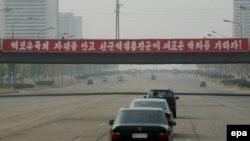 شمار زیادی از اتومبیل های موجود در کره شمالی ساخت ژاپن هستند.