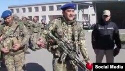 Председатель КНБ Карим Масимов (в центре) в окружении бойцов спецназа КНБ. Скриншот видеоролика, выпущенного КНБ.