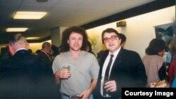 Emil Hurezeanu și Dan Alexe în studiourile de la München ale Europei Libere, la scurtă vreme după Revoluție.
