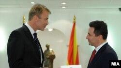 Архивска фотографија -Евроамбасадорот во Македонија Аиво Орав и премиерот Никола Груевски