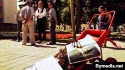 Пэрфоманс Пушкіна каля адміністрацыі Лукашэнкі