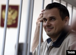 Український режисер Олег Сенцов під час засідання суду у Москві. Грудень 2014 року