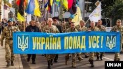 Участники Марша национального единства ко Дню защитника Украины в Ужгороде, 14 октября 2017 года