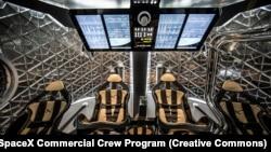 Кабина космического корабля Crew Dragon в одном из первых вариантов дизайна