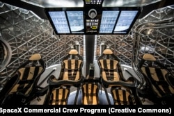 Внутрішня частина капсули Crew Dragon, яка може вмістити до семи астронавтів